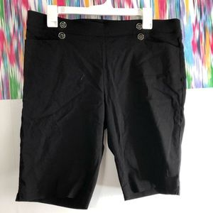 🌸89th&Madison black stretch Bermuda short, EUC, L